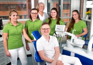 Zahnarztpraxis Richard Vetters Dresden Loebtau Team 300x211 - Praxisteam - Zahnarzt Dresden Löbtau